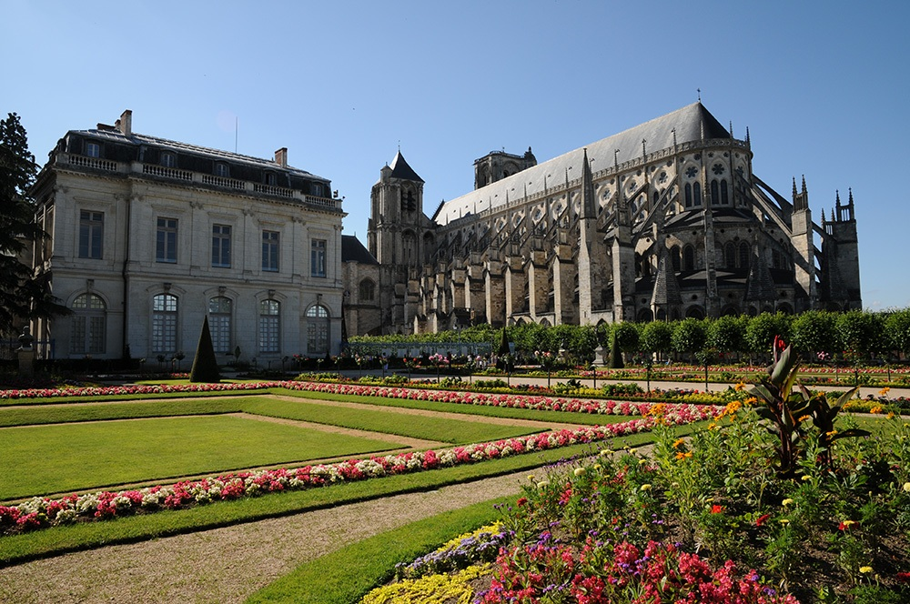 cathedrale-jardin-archeveche-bourges2